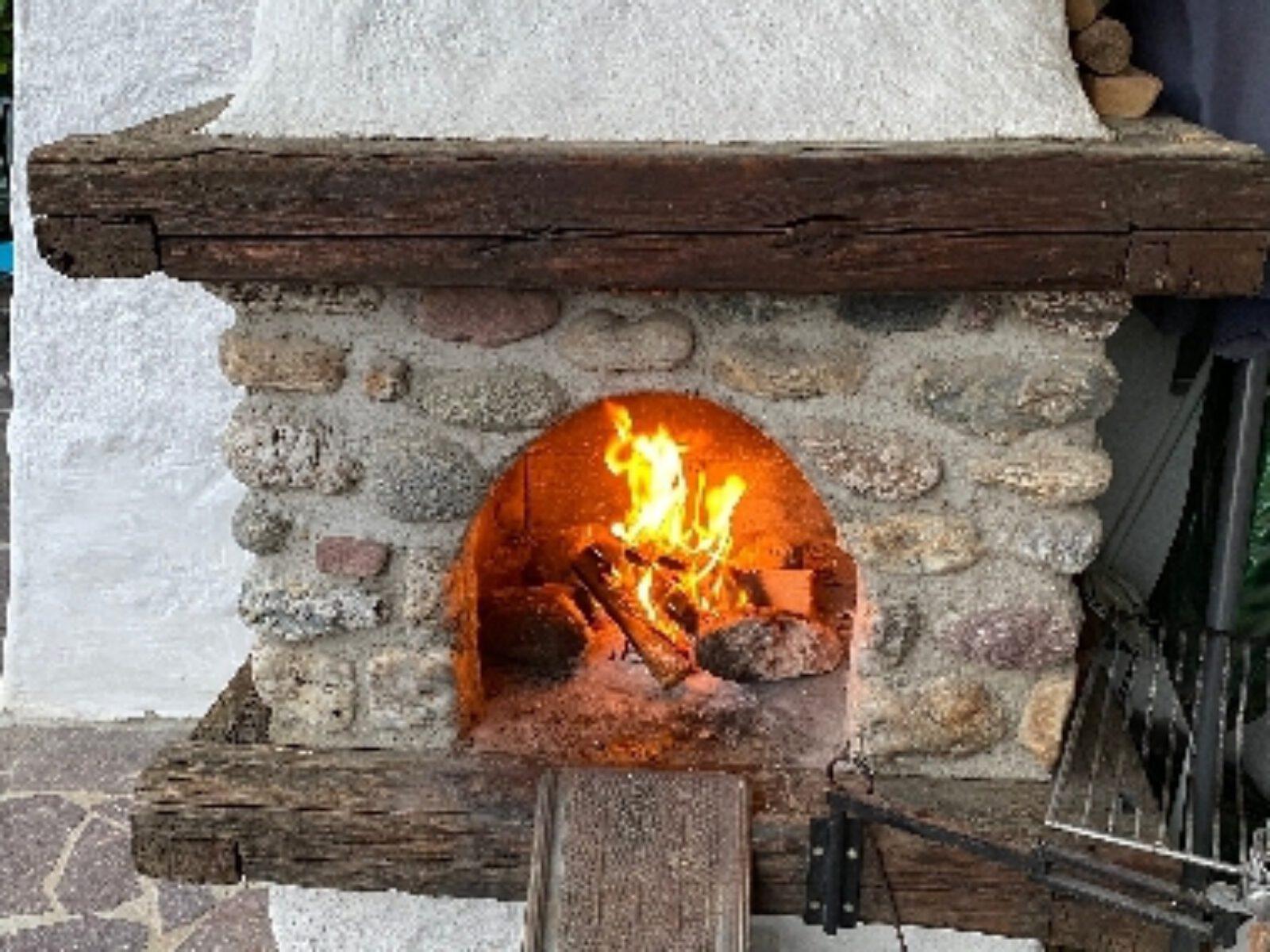 Kaminfeuer auf der Terrasse